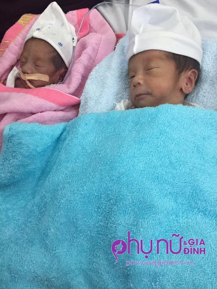 Nhói lòng tiếng khóc ngằn ngặt vì khát sữa của cặp song sinh chào đời thiếu tháng, suy dinh dưỡng nặng - Ảnh 1