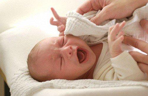 Em bé sinh ra có gương mặt 'giận cả thế giới', hóa ra lại báo hiệu tương lai bất ngờ - Ảnh 2