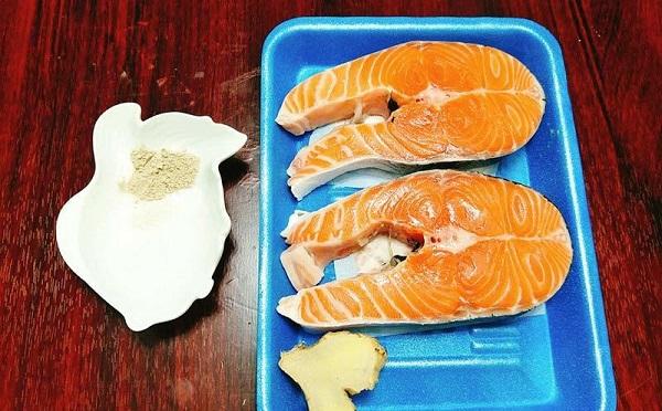 Ghét cay ghét đắng món cá hồi, nhưng chế biến theo cách này bé ăn hoài không chán - Ảnh 1