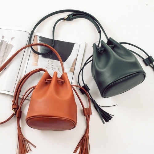 Túi rút - item 'độc-đẹp-tiện' cho nàng cá tính - Ảnh 1