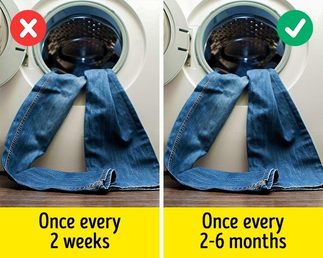 9 sai lầm khi giặt giũ khiến quần áo dù đắt tiền đến mấy cũng mau hỏng, dễ nhăn nheo và phai màu - Ảnh 4