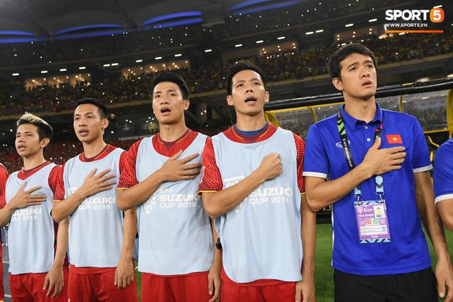 Xúc động khoảnh khắc Duy Mạnh, Văn Đức nhìn Quốc kỳ không rời trong lễ chào cờ chung kết AFF Cup - Ảnh 8