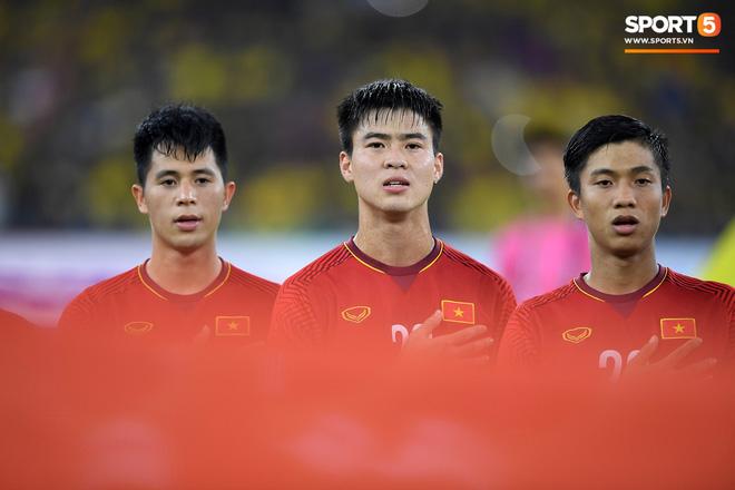 Xúc động khoảnh khắc Duy Mạnh, Văn Đức nhìn Quốc kỳ không rời trong lễ chào cờ chung kết AFF Cup - Ảnh 4