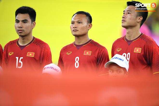Xúc động khoảnh khắc Duy Mạnh, Văn Đức nhìn Quốc kỳ không rời trong lễ chào cờ chung kết AFF Cup - Ảnh 5