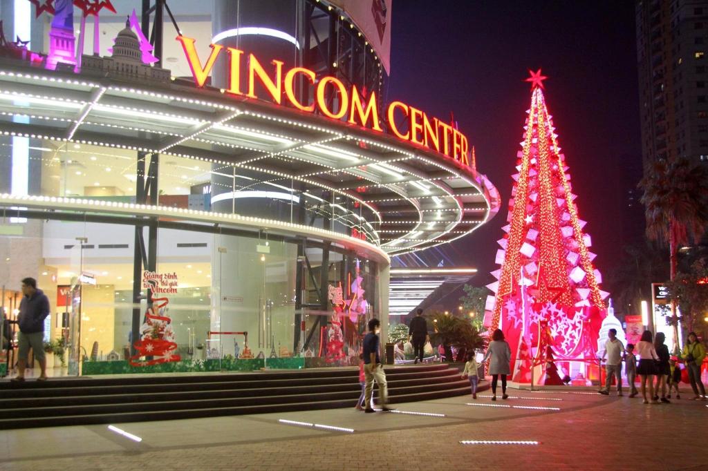 Vincom Nguyễn Chí Thanh cũng thu hút nhiều người đến chơi vào ngày Giáng sinh