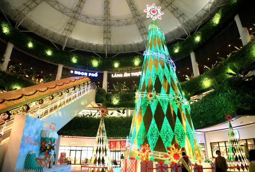 Aeon Mall có lượt người đến đông đột biến ngày Noel