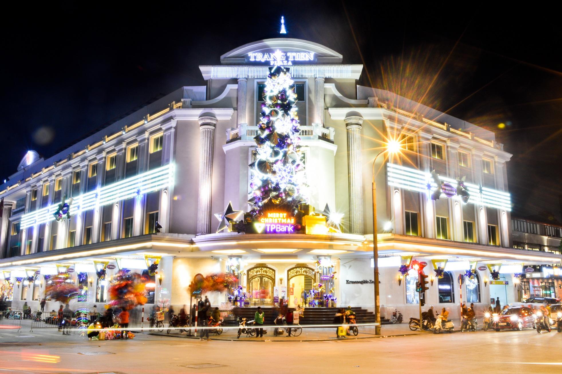 Tràng Tiền Plaza bừng sáng rực rỡ ngày Noel
