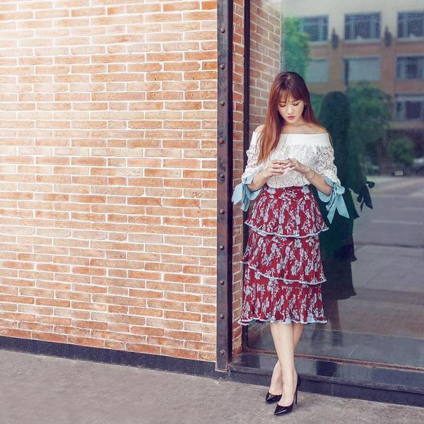 Muôn kiểu phối váy xếp tầng bồng bềnh cho nàng nữ tính - Ảnh 10