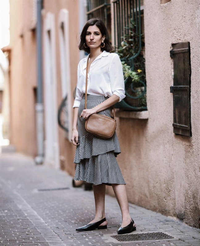 Muôn kiểu phối váy xếp tầng bồng bềnh cho nàng nữ tính - Ảnh 11