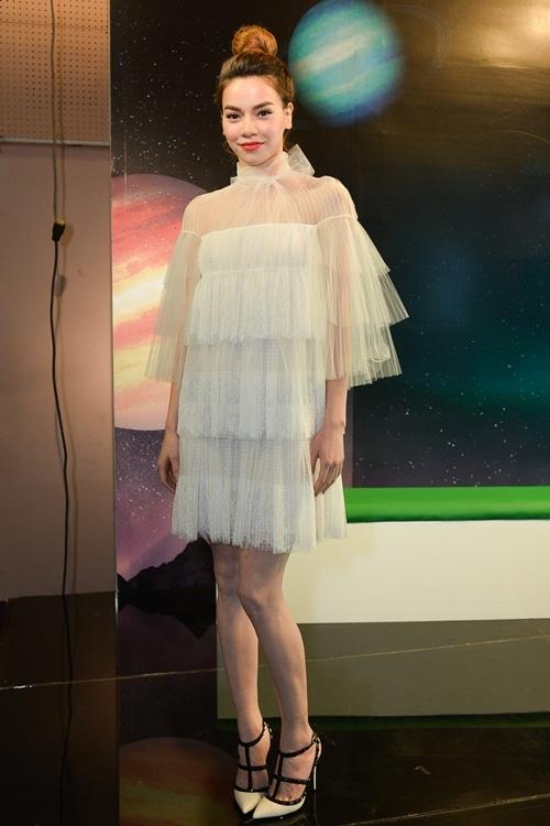 Muôn kiểu phối váy xếp tầng bồng bềnh cho nàng nữ tính - Ảnh 3