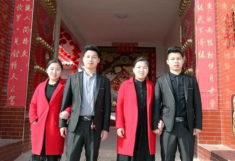 4 cặp vợ chồng 'dị' nhất thế giới: Béo đến mức không thể ân ái, anh chồng ôm em dâu vì tưởng là vợ - Ảnh 8