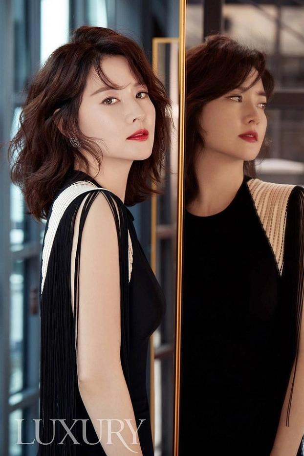 Lee Young Ae tiết lộ bí kíp 'trẻ mãi không già', giữ làn da hoàn hảo ở tuổi 48 - Ảnh 3