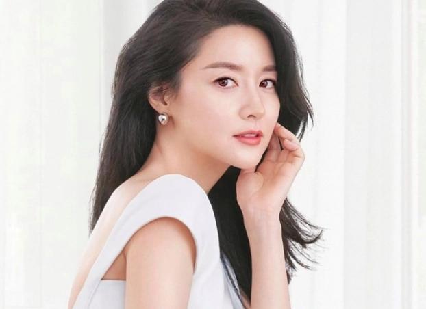 Lee Young Ae tiết lộ bí kíp 'trẻ mãi không già', giữ làn da hoàn hảo ở tuổi 48 - Ảnh 4