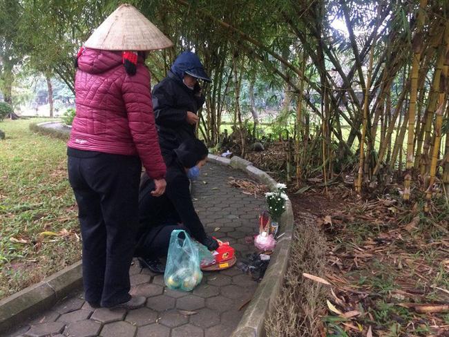 Cô gái mắc AIDS giai đoạn cuối chết lõa thể trong vườn hoa: Hai nam thợ xây bị bắt và sự thật đằng sau - Ảnh 2