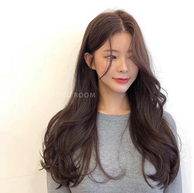 Đi đâu cũng thấy tóc ngắn, hãy làm bản thân nổi bật với kiểu tóc tỉa tầng, uốn xoăn bồng bềnh mà quý cô Hàn Quốc đang lăng xê này - Ảnh 2