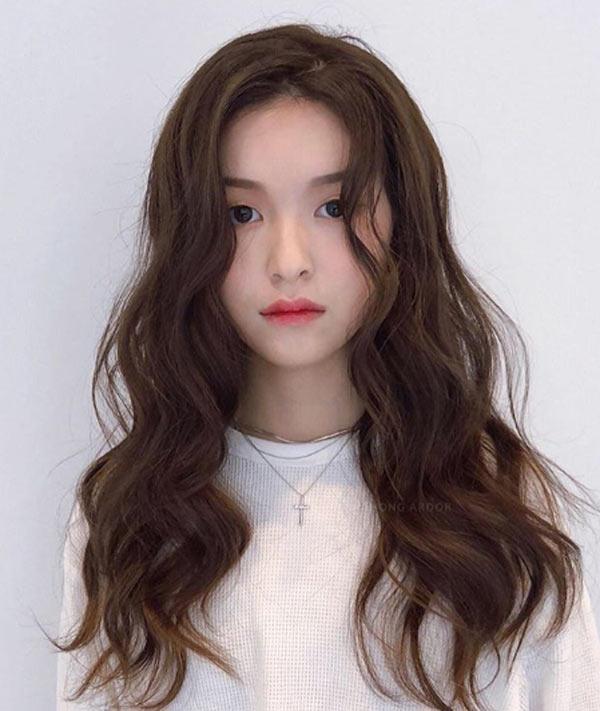 Đi đâu cũng thấy tóc ngắn, hãy làm bản thân nổi bật với kiểu tóc tỉa tầng, uốn xoăn bồng bềnh mà quý cô Hàn Quốc đang lăng xê này - Ảnh 3