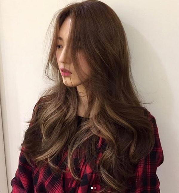 Đi đâu cũng thấy tóc ngắn, hãy làm bản thân nổi bật với kiểu tóc tỉa tầng, uốn xoăn bồng bềnh mà quý cô Hàn Quốc đang lăng xê này - Ảnh 4