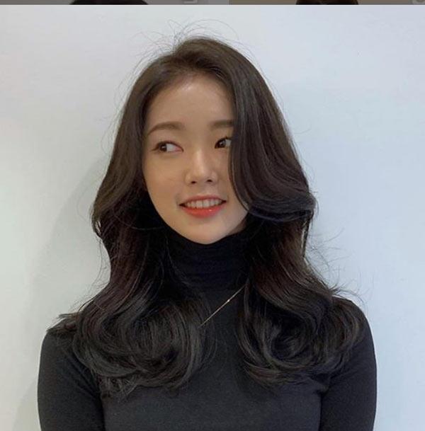 Đi đâu cũng thấy tóc ngắn, hãy làm bản thân nổi bật với kiểu tóc tỉa tầng, uốn xoăn bồng bềnh mà quý cô Hàn Quốc đang lăng xê này - Ảnh 5