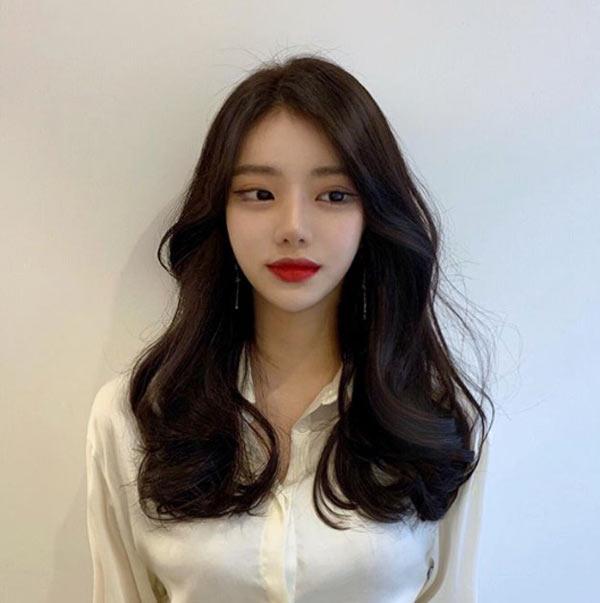 Đi đâu cũng thấy tóc ngắn, hãy làm bản thân nổi bật với kiểu tóc tỉa tầng, uốn xoăn bồng bềnh mà quý cô Hàn Quốc đang lăng xê này - Ảnh 6