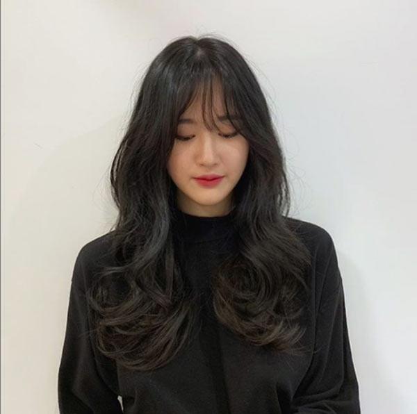 Đi đâu cũng thấy tóc ngắn, hãy làm bản thân nổi bật với kiểu tóc tỉa tầng, uốn xoăn bồng bềnh mà quý cô Hàn Quốc đang lăng xê này - Ảnh 7