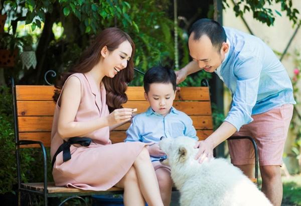 4 gia đình nghệ sĩ hài khiến cả Vbiz ghen tị vì hôn nhân như mơ - Ảnh 3