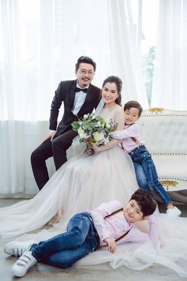 4 gia đình nghệ sĩ hài khiến cả Vbiz ghen tị vì hôn nhân như mơ - Ảnh 11