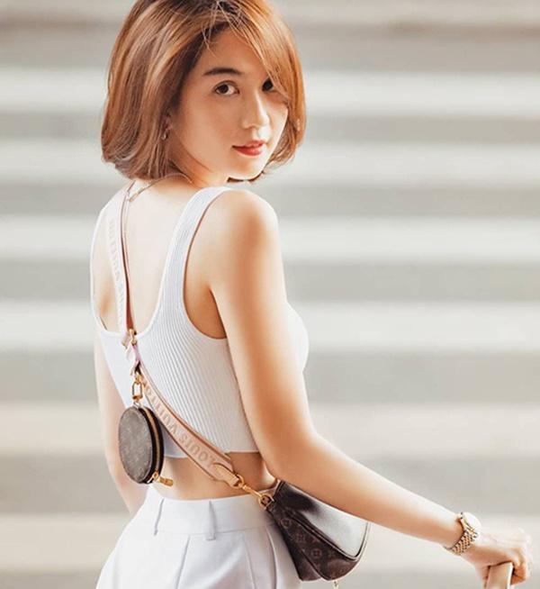 """Lộ hình ảnh lựa túi Quảng Châu, Ngọc Trinh dính nghi án """"đập hộp"""" túi fake - Ảnh 1"""