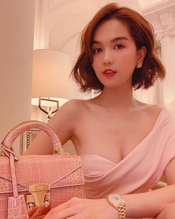 """Lộ hình ảnh lựa túi Quảng Châu, Ngọc Trinh dính nghi án """"đập hộp"""" túi fake - Ảnh 7"""