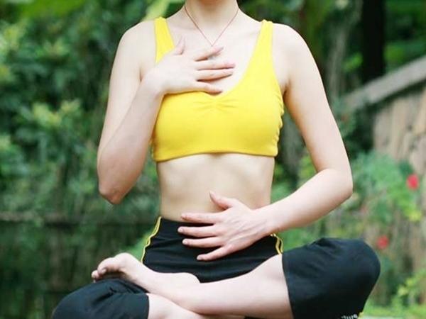 4 bài tập thể dục nhanh lấy lại phom, giúp bạn gái tự tin trở lại công sở sau Tết - Ảnh 1