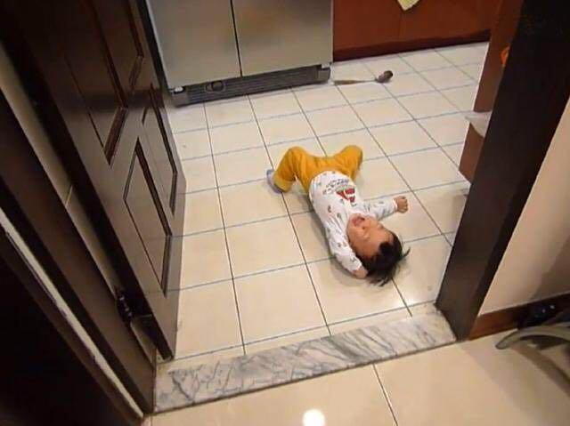 Bé 3 tuổi ăn vạ, mẹ ra tay xử lý, 1 tiếng sau im bặt và cách dạy con khiến phụ huynh tán thành - Ảnh 2