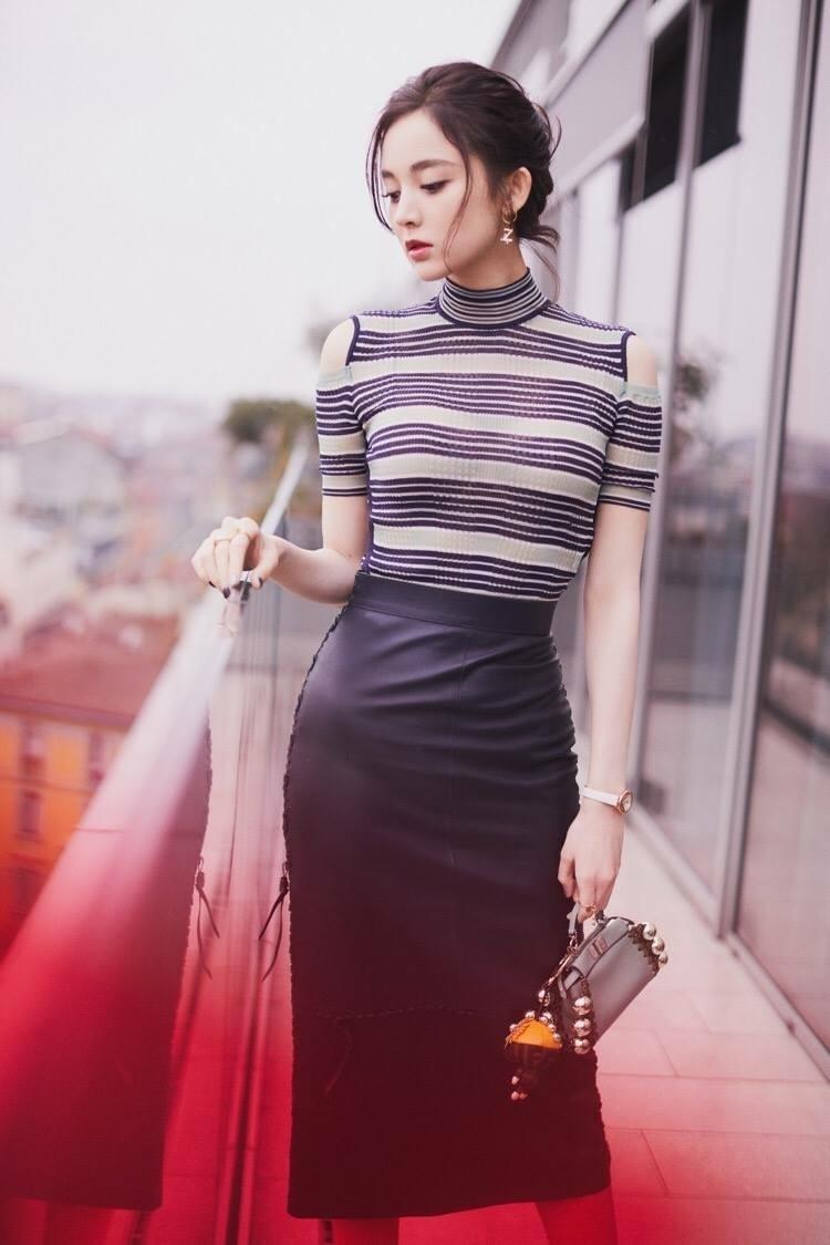 Đâu chỉ mình Địch Lệ Nhiệt Ba, Cổ Lực Na Trát cũng là mỹ nữ có thể cân mọi thể loại trang phục - Ảnh 9