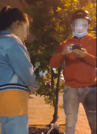Bị người yêu đánh giữa đường vì 'có con rồi vẫn đi cặp trai lạ', cô gái trẻ phân trần gây sốc - Ảnh 4