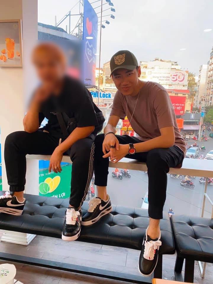 Từ cái gác chân kém duyên của Mâu Thủy: Những 'đôi chân hư hỏng' của sao Việt khiến khán giả nhức mắt vì hành động xấu xí nơi công cộng - Ảnh 3