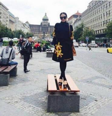 Từ cái gác chân kém duyên của Mâu Thủy: Những 'đôi chân hư hỏng' của sao Việt khiến khán giả nhức mắt vì hành động xấu xí nơi công cộng - Ảnh 4