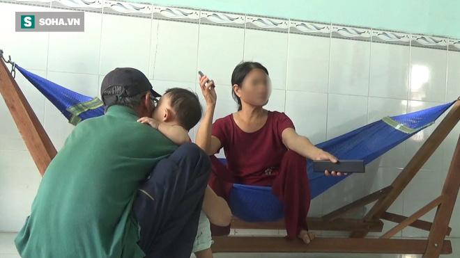 Mẹ của cô giáo trong vụ lùm xùm ở La Gi: Nó nói bố mẹ lên cứu con, không thì người ta đánh chết - Ảnh 2