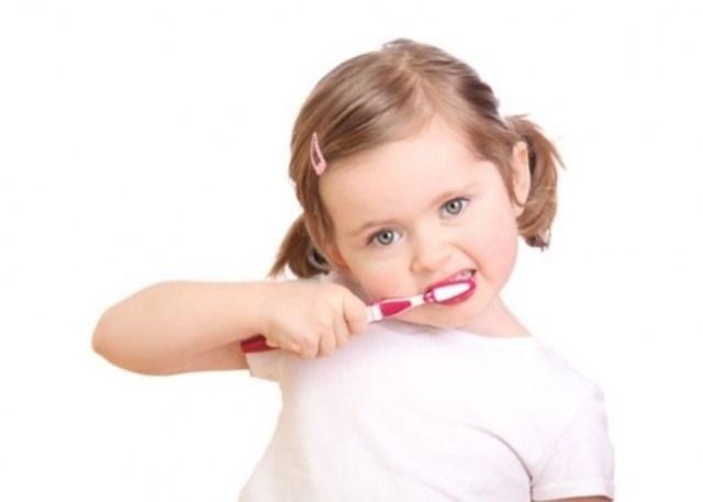 Răng trẻ không còn sâu, thẳng đều tăm tắp nhờ những phương pháp chăm sóc vô cùng hiệu quả sau của mẹ - Ảnh 2