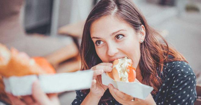 Học ngay 8 nguyên tắc ăn uống nếu không muốn khuôn mặt bị già nhanh và tệ hại như này - Ảnh 2