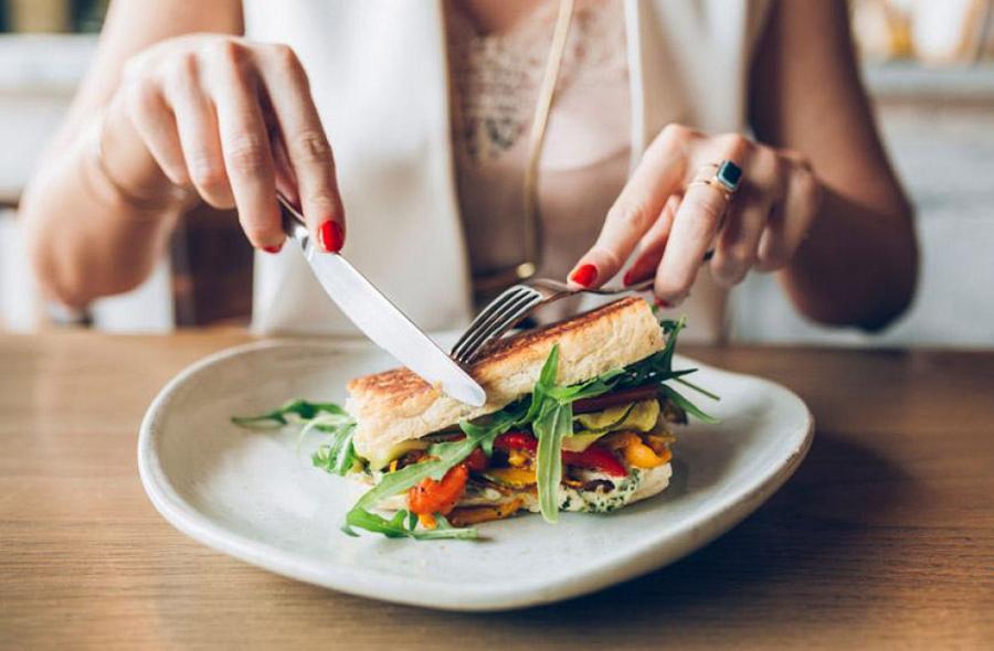 Không cần phải ăn kiêng hay tập thể dục vất vả, chỉ cần ăn chậm bạn sẽ khỏe mạnh và đẹp lên trông thấy - Ảnh 2