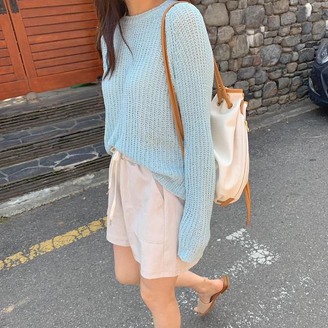 Mấy khi hè cũng như đông, các cô nàng hãy tranh thủ diện ngay 5 công thức xinh yêu đậm chất Hàn Quốc này - Ảnh 9