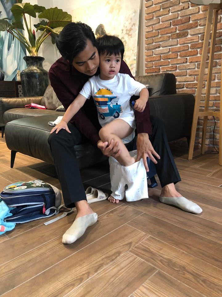 Bận bù đầu vẫn chăm con cực khéo, Thanh Bình khiến dân mạng phải thốt lên 'ông bố của năm' đây rồi - Ảnh 2