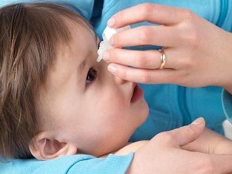 Đau mắt đỏ ở trẻ được chẩn đoán qua những dấu hiệu triệu chứng nào? - Ảnh 2
