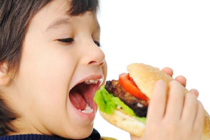 """Đồ ăn nhanh trẻ nào cũng thích: Mẹ thương con dạy trẻ tránh xa, """"đừng để mất bò mới lo làm chuồng"""" - Ảnh 1"""