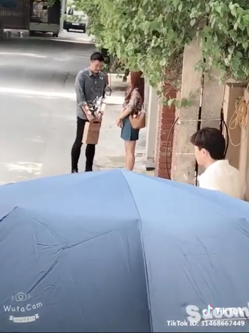 Hot: 'Về nhà đi con' lộ clip Thư thân thiết với... bố Bảo, Vũ sắp sửa nổi cơn ghen? - Ảnh 1