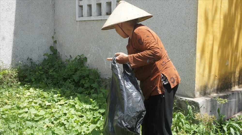 Cảm thương cụ bà 67 tuổi cần mẫn nhặt ve chai nuôi chồng chạy thận - Ảnh 3