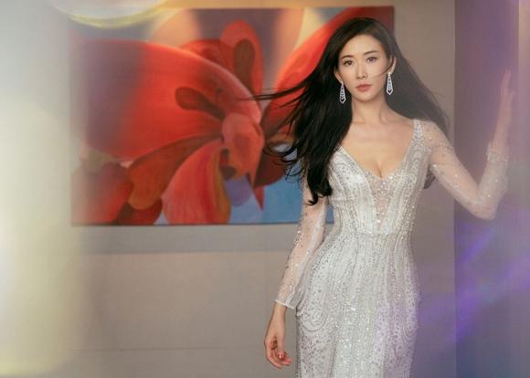 Lâm Chí Linh diện váy cưới xinh đẹp tựa nữ thần, fan mong chờ đến hôn lễ cổ tích của cô và bạn trai người Nhật - Ảnh 2
