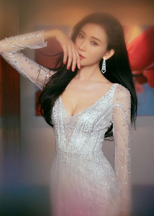 Lâm Chí Linh diện váy cưới xinh đẹp tựa nữ thần, fan mong chờ đến hôn lễ cổ tích của cô và bạn trai người Nhật - Ảnh 4