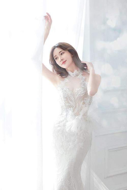Lâm Chí Linh diện váy cưới xinh đẹp tựa nữ thần, fan mong chờ đến hôn lễ cổ tích của cô và bạn trai người Nhật - Ảnh 6