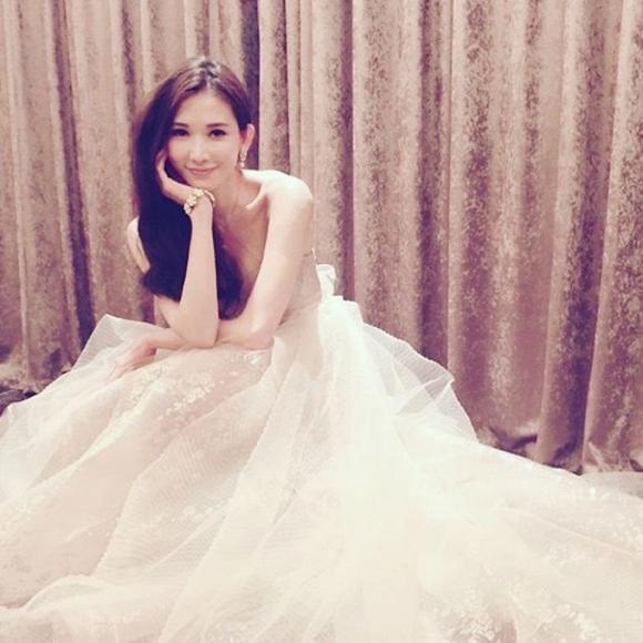 Lâm Chí Linh diện váy cưới xinh đẹp tựa nữ thần, fan mong chờ đến hôn lễ cổ tích của cô và bạn trai người Nhật - Ảnh 8