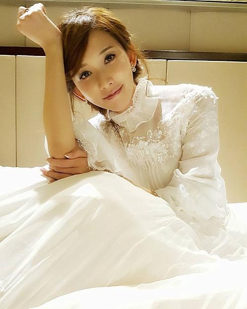 Lâm Chí Linh diện váy cưới xinh đẹp tựa nữ thần, fan mong chờ đến hôn lễ cổ tích của cô và bạn trai người Nhật - Ảnh 9