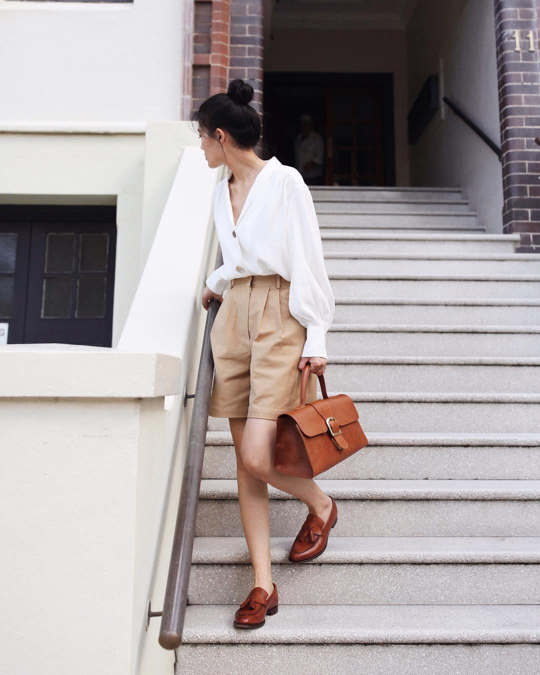 Nóng quá thì nàng công sở cứ mạnh dạn diện quần shorts nhưng để bảo toàn sự tinh tế, hãy tham khảo vài tips sau - Ảnh 5